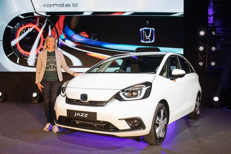 Video on board the new hybrid Honda Jazz city car (2019)