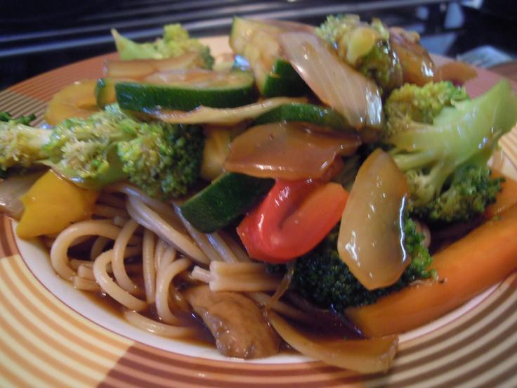 Gemüse-Wok mit Mie-Nudeln
