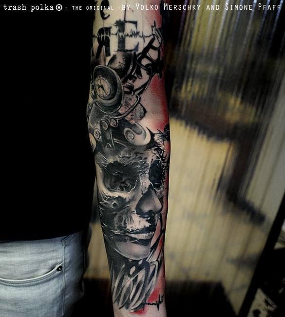 Volko Merschky e Simone Pfaff são dois tatuadores alemães que se destacam por suas tatuagens realistas e altamente abstratas sempre caprichadas no preto e vermelho.