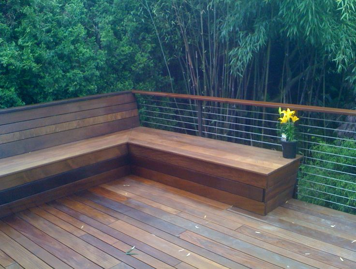 25 b sta id erna om deck benches p pinterest for Small deck seating ideas