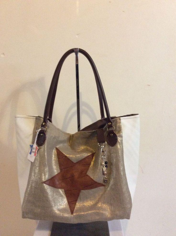 sac à main en simili cuir lin métallisé doré et blanc 48x30 cm et son bijoux de sac : Sacs à main par tiss-and-chic