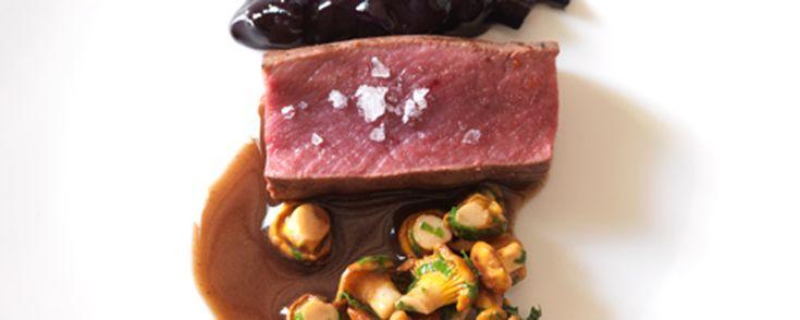 Filetto di cervo, finferli arrosto e ribes nero candito - Jeunes Restaurateurs d'Europe - cocofungo