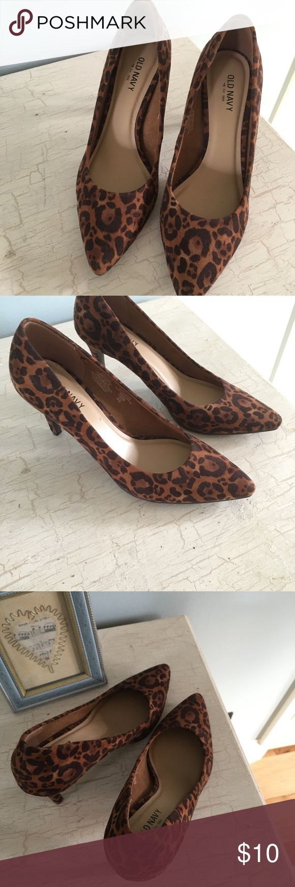 """Ladies Shoes Size 6 Old Navy Leopard skin print, Never worn, size 6 3"""" heels. Old Navy Shoes Heels"""