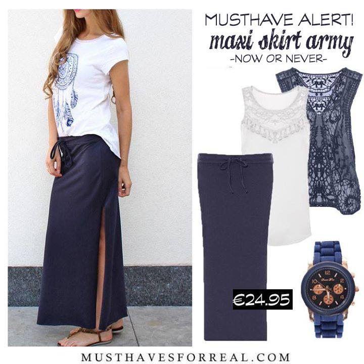 Mooie blauwe maxi skirt met basic en vestje. ❤️ the look!