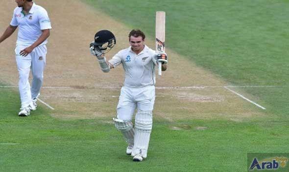Tom Latham keeps New Zealand afloat