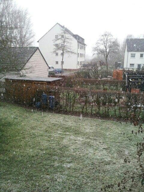 Amtliche Warnung vor GLÄTTE  für Rhein-Sieg-Kreis  gültig von: Sonntag, 01.02.2015 17:58 Uhr bis: Montag 02.02.2015 10:00 Uhr  ausgegeben vom Deutscher Wetterdienst am: Sonntag, 01.02.2015 17:58 Uhr  Es tritt verbreitet #Glätte überfrierende #Nässe oder etwas #Schnee und Schneematsch auf.  #Hinweis: #Warnungen vor #Schneefall werden ggf. gesondert herausgegeben.