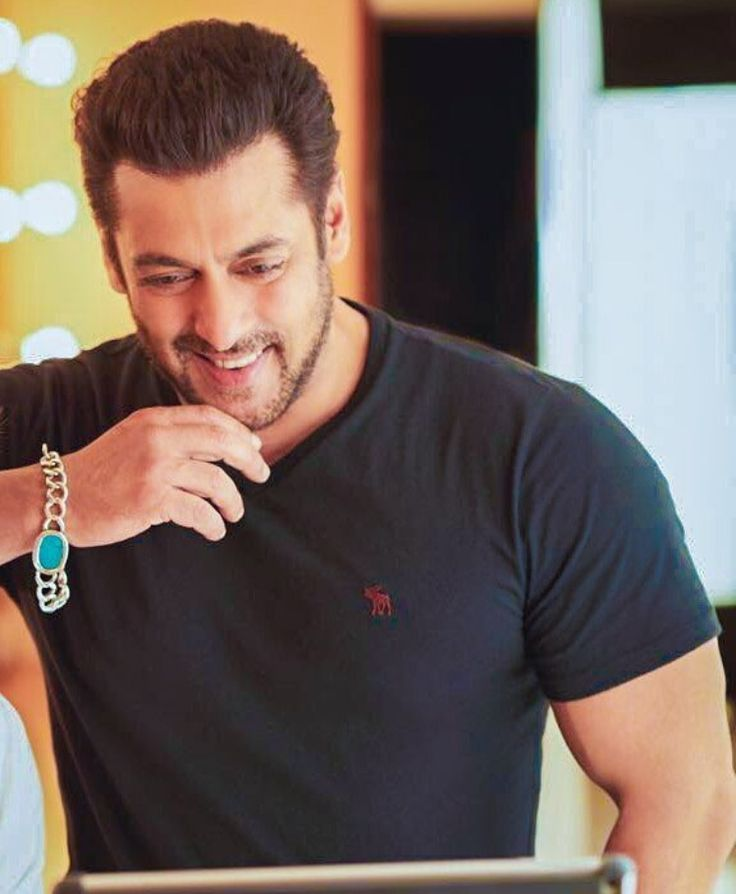 His smile can melt so many hearts at once  The Ever Charming Salman Khan ♥️