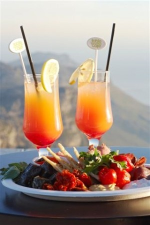 Romantic dinner for two - Sipping cocktails and enjoying the beautiful view from Table Mountain