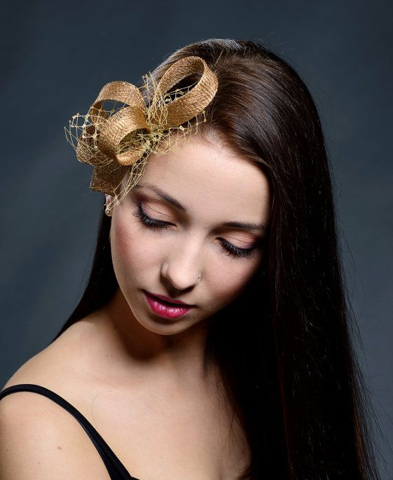Hey, I found this really awesome Etsy listing at https://www.etsy.com/listing/251124621/golden-small-fascinator-for-weddings
