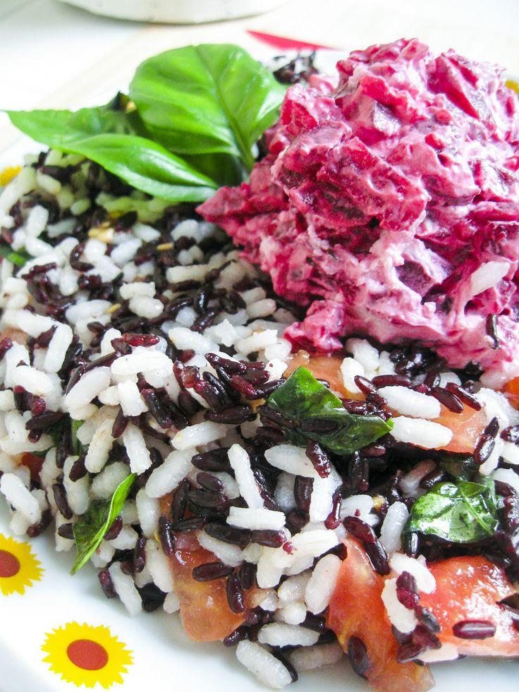 Ciambella Arlecchino: mix di riso freddo e verdure http://www.kitchengirl.it/piccole-chicche/ciambella-arlecchino-mix-di-riso-freddo-e-verdure/ Beh smettere del tutto di cucinare non si poteva ma se non possiamo sudare freddo almeno possiamo mangiare freddo... Un idea fresca volorata e profumata che farà un figurone alle vostre cene all' aperto o a un aperitivo tra amici!! Link nella bio e acquolina in bocca!! #riso #risovenere #risocarnaroli #rape #pomodoro #basilico #kitchengirl…
