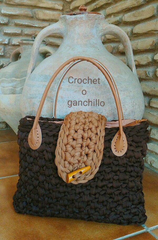 Crochet o ganchillo: BOLSO DE TRAPILLO CLUB BROWN con asas.