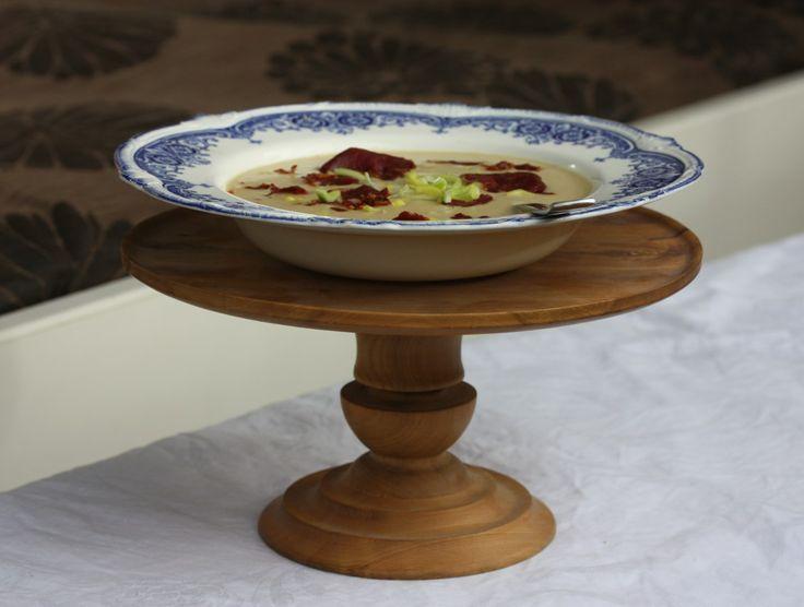 Kremet pastinakk og purreløksuppe med fenalårchips