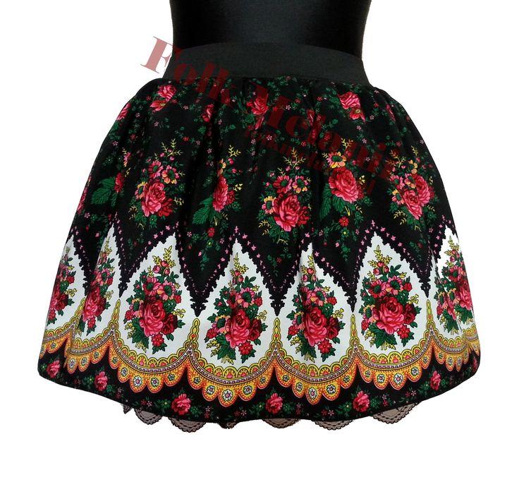 Spódnica na gumce, trzy warstwy: podszewka z koronką, tiul i materiał ludowy w szpice.