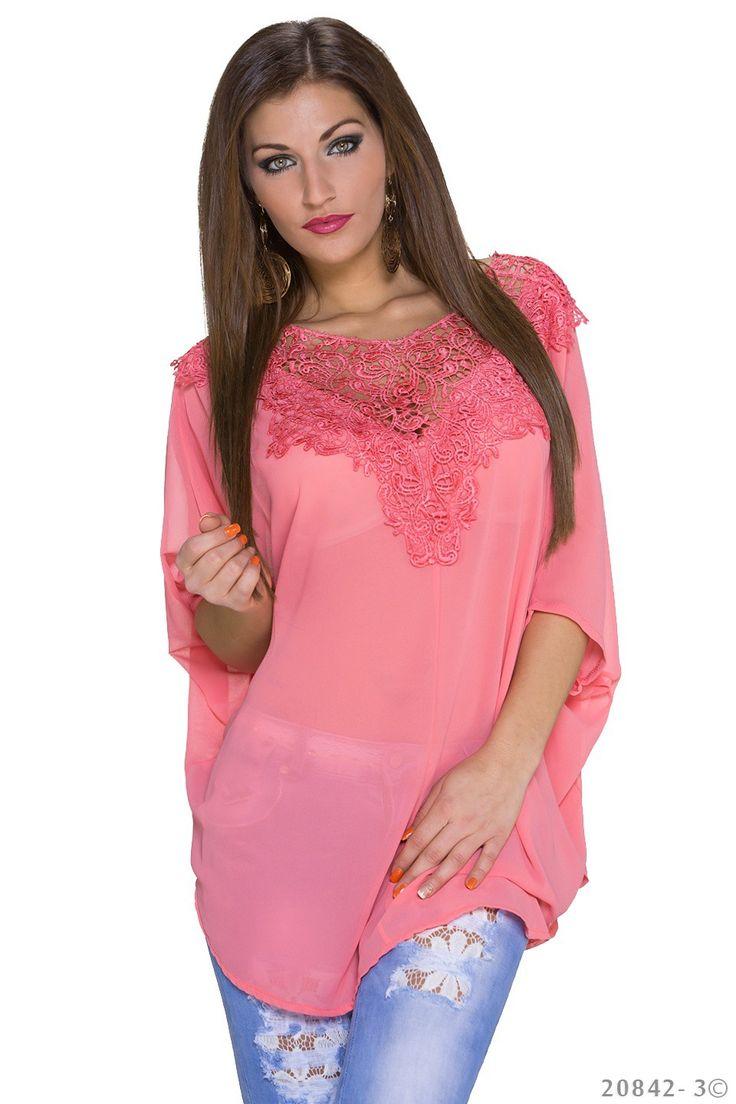 Mille bluse - Super smuk bluse med blonde både for og bag. Materiale: Polyester 100% Kr. 239,-
