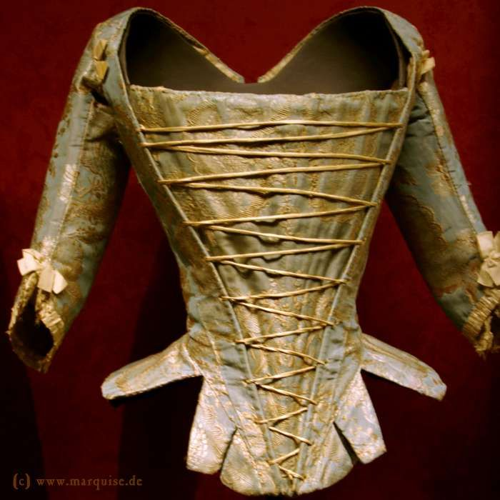 Open corset with tie-on sleeves, 1760s Modemuseum Ludwigsburg