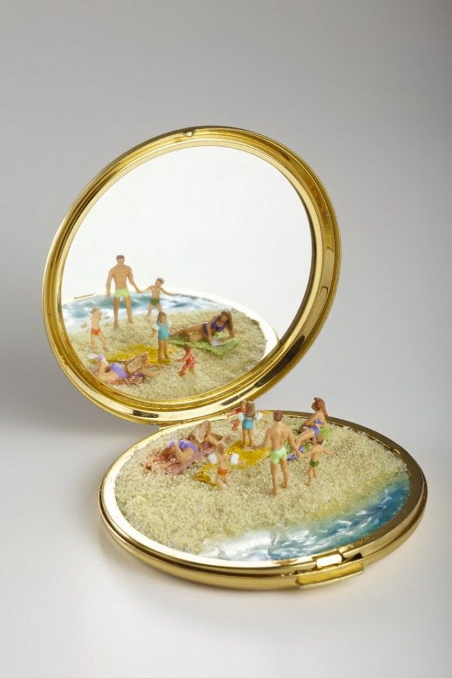 Miniatures Scenes with Day-Life Objects_3 Now I know why I've been collecting old compacts!