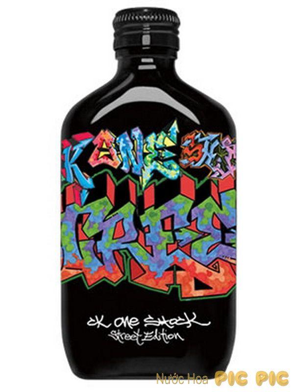 CK One Shock Street Edition EDT 50ml mang đến một hương thơm hiện đại và ấn tượng. Nước hoa có hương đầu tươi mát; hương giữa tinh tế với hương gia vị và phong lữ; cuối cùng lưu lại trên da một hương thơm rất sành điệu.