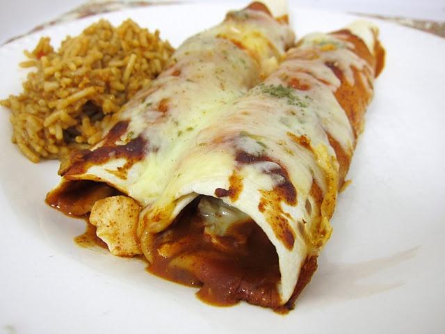 homemade enchilada sauceSauces Recipe, Chicken Enchiladas, Homemade Enchiladas Sauces, Mexicans Dishes, Mexicans Recipe, Easy Enchiladas, Plain Chicken, Easy Homemade, Favorite Recipe