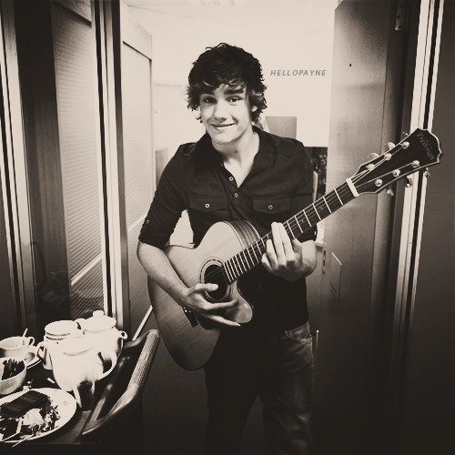 Liam! Imagine him singing to u in the morning ☺ Awww HES SO ADORABLE