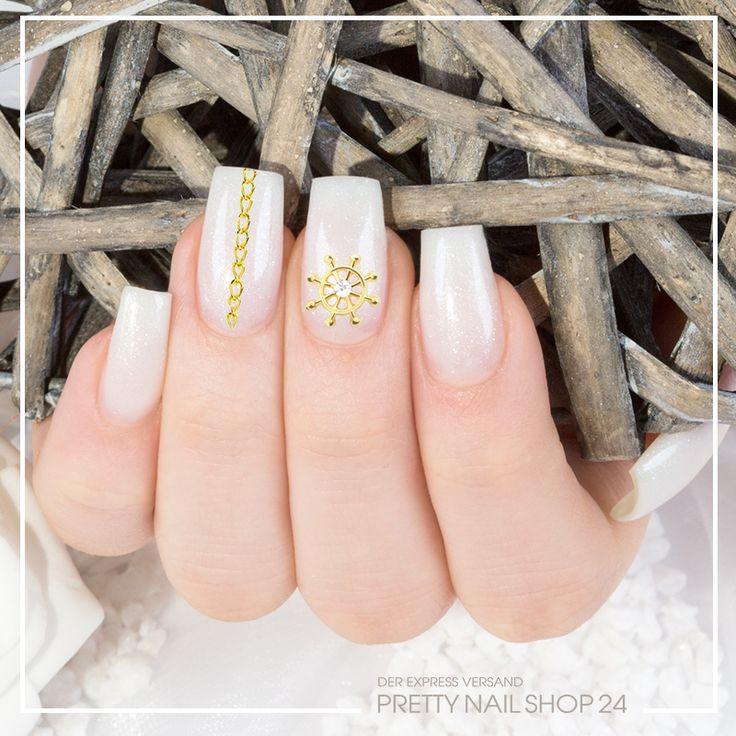 #nails #overlay #nailart #pns24 Ein dezentes Funkeldesign verziert mit dem Overlay Steuerrad (Artikel-Nr.: 8296) und einer Nailart Kette in gold (Artikel-Nr.: 6061) lässt eine frische Meeresbrise über Eure Nailart ziehen. Könnt Ihr auch schon die Seeluft riechen?