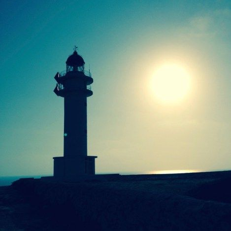 Il meraviglioso tramonto al faro del Cap De Barbaria a Formentera  http://www.wanderlustblog.net/i-miei-tramonti-in-viaggio-piu-belli/