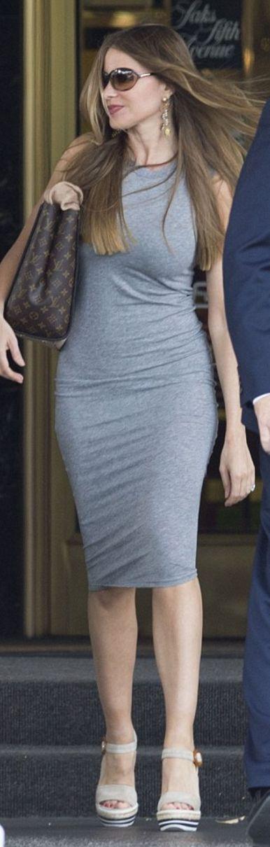 Sofía Vergara: Sunglasses – Tom Ford  Purse – Louis Vuitton  Dress – James Perse