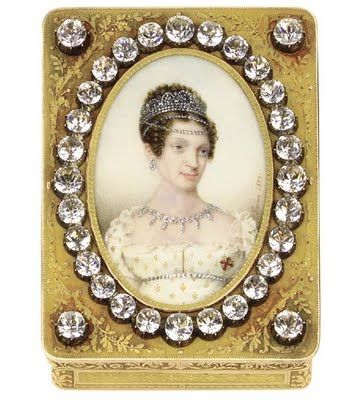 French gold snuff box with a miniature depicting Marie-Louise Empress of France (1791-1847),  A daughter of Emperor Francis I of Austria, (and niece of Marie-Antoinette) Marie-Louise was married to Napoleon I.