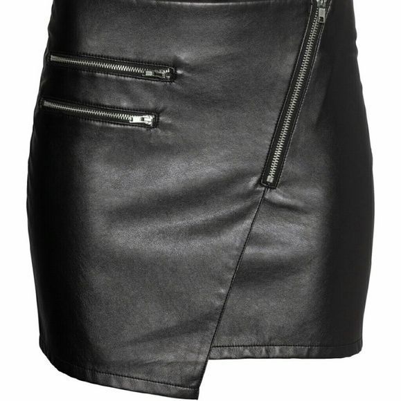 H&m leather zipper skirt SO CUTE! H&M faux leather envelope zipper skirt. NEW WITH TAGS size 6 so cute but it's too small for me :(  soft on the inside, slight stretch to it Its a tad wrinkled because it's been in my drawer untouched for a year but it'll come out when worn! H&M Skirts Asymmetrical
