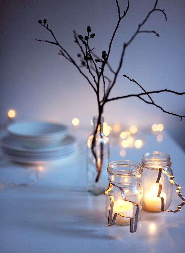 Super cute for a Christmas dinner party. Simple centerpieces an name cards with cookie cutters