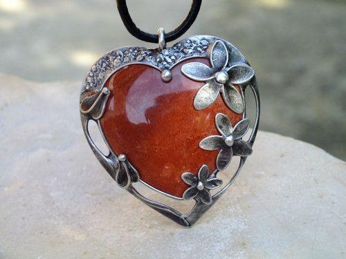Jaspisové srdce s třemi květy- cínovaný náhrdelník
