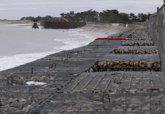 Les îles picto-charentaises, comme ici l'île de Ré, sont directement menacées par l'élévation du niveau de la mer qualifiée d'inéluctable. - Les îles picto-charentaises, comme ici l'île de Ré, sont directement menacées par l'élévation du niveau de la mer qualifiée d'inéluctable. - (Photo d'archives Patrick Lavaud)