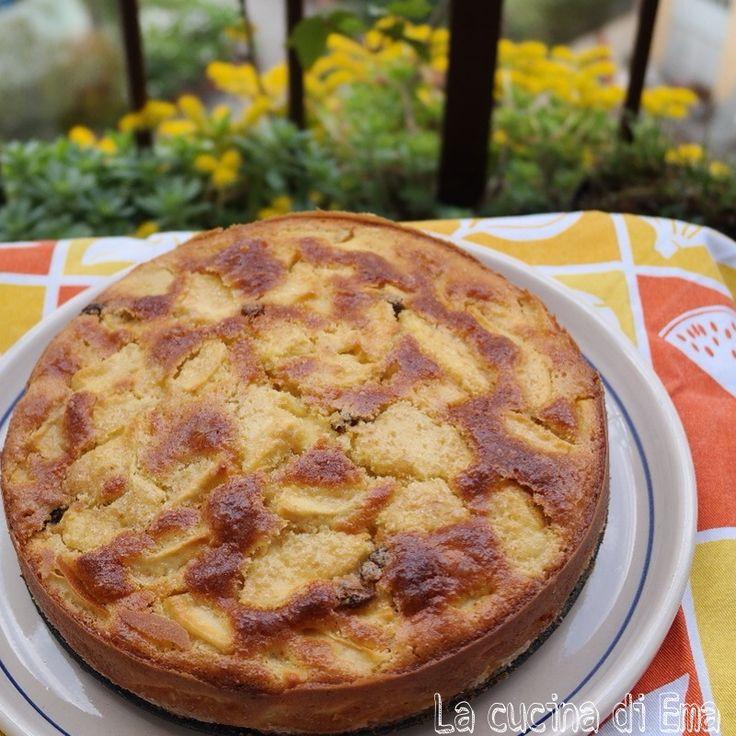 La torta di mele è la più classica delle torte e piace sempre a grandi e piccini, semplice o arricchita con frutta secca regala sempre il profumo di casa