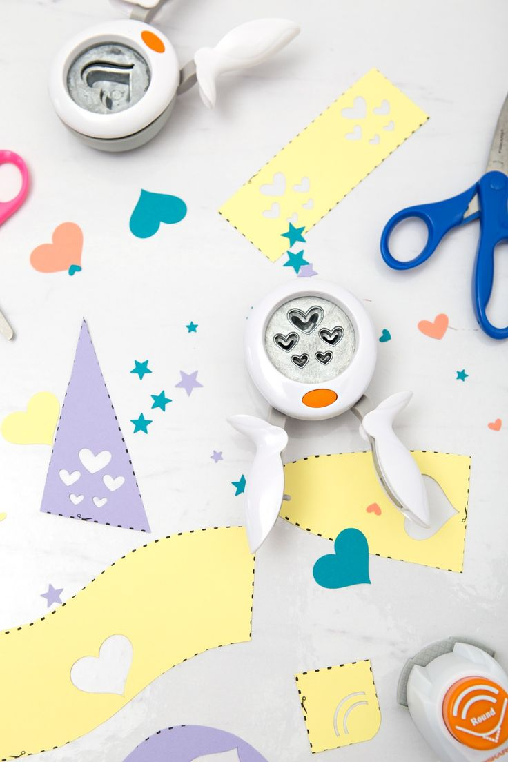 Have a little one at home or in the classroom? Help them practice cutting with our fun printable worksheet that includes shapes for a name tag art project.