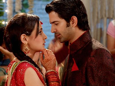 Arnav and Khushi, unaware of the turmoil awaiting them in Iss Pyaar Ko Kya Naam Doon!
