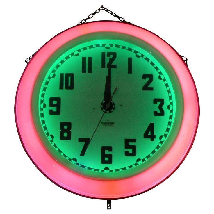 Часы-будильник uniel utv не только показывают время, но и температуру, а также напоминают какое сегодня число.