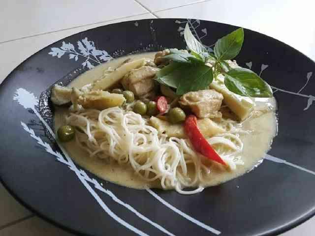 本格タイ料理グリーンカレーでそうめんをの画像