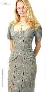 Прекрасный льняной костюм из юбки и жакета смотрится очень изысканно. Жакет имеет прямоугольный вырез декольте короткие рукава и закругленные полочки.