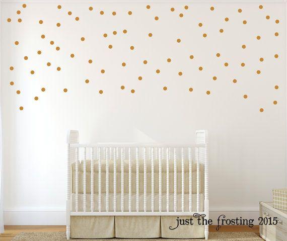 Set van 105 polka dots. Beschikbaar 1, 1,5, 2 of 3 inch diameter.  Stickers kunnen worden verwijderd zonder schade aan muren Ze zijn niet herbruikbare. Schil en stok: het afschilferen van de steun en het opkomen op uw muur. ** Niet komen met overdracht tape op de top (omdat het gemakkelijker is om schil en stok zonder). **  Perfect voor het versieren van een kinderdagverblijf, slaapkamer, of dorm kamer. Gebruik deze peel en stick polka dots om te maken een accent muur of plafond. Kan ook…