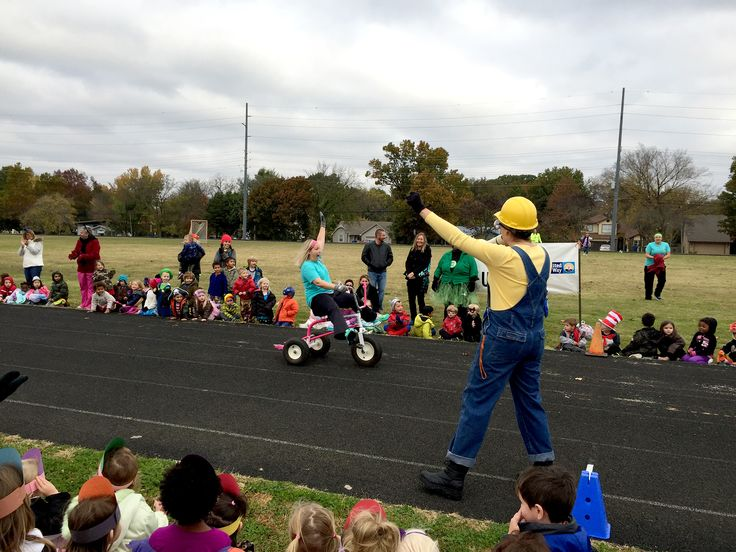 tennie russell primary school did a trike or treat fundraiser for united way nwa a