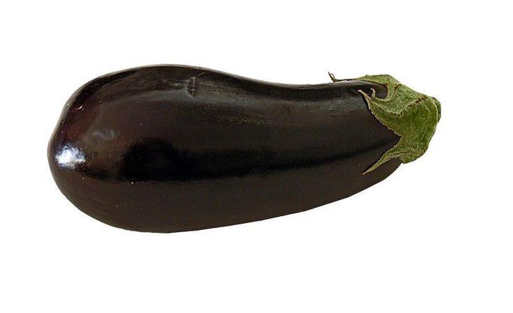 Como cultivar berinjelas. Uma hortaliça muito utilizada nos nossos cozinhados é a berinjela, um vegetal que tem como característica cor roxa, e pode utilizar-se numa variedade de pratos. Muitos vezes, ao irmos comprá-las à loj...
