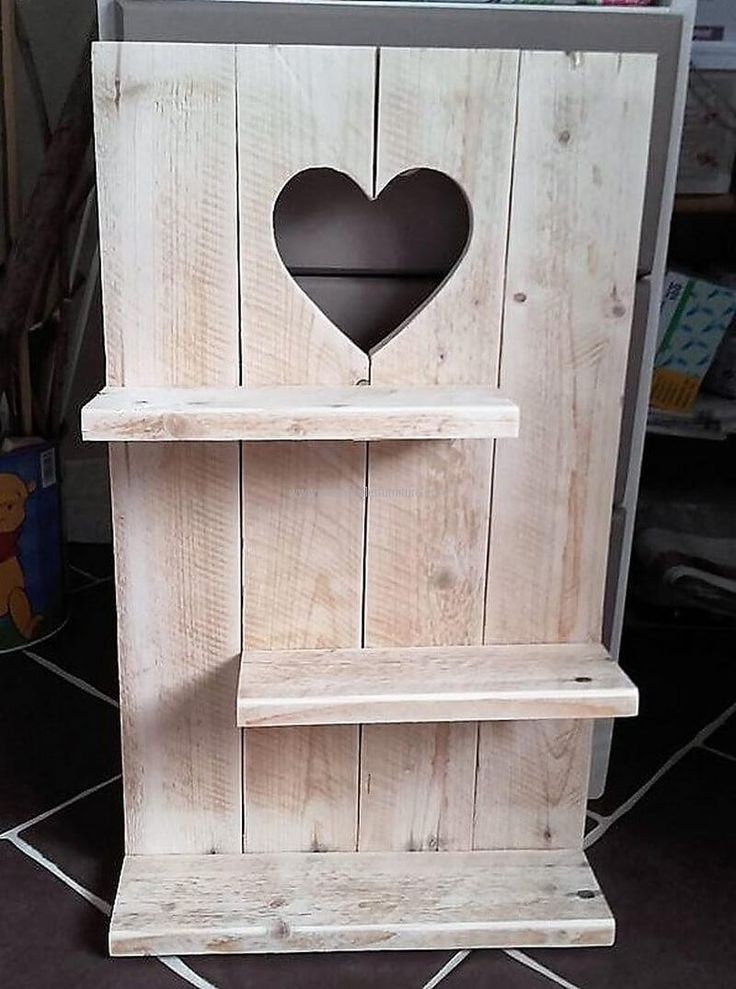 pallets heart sign shelf
