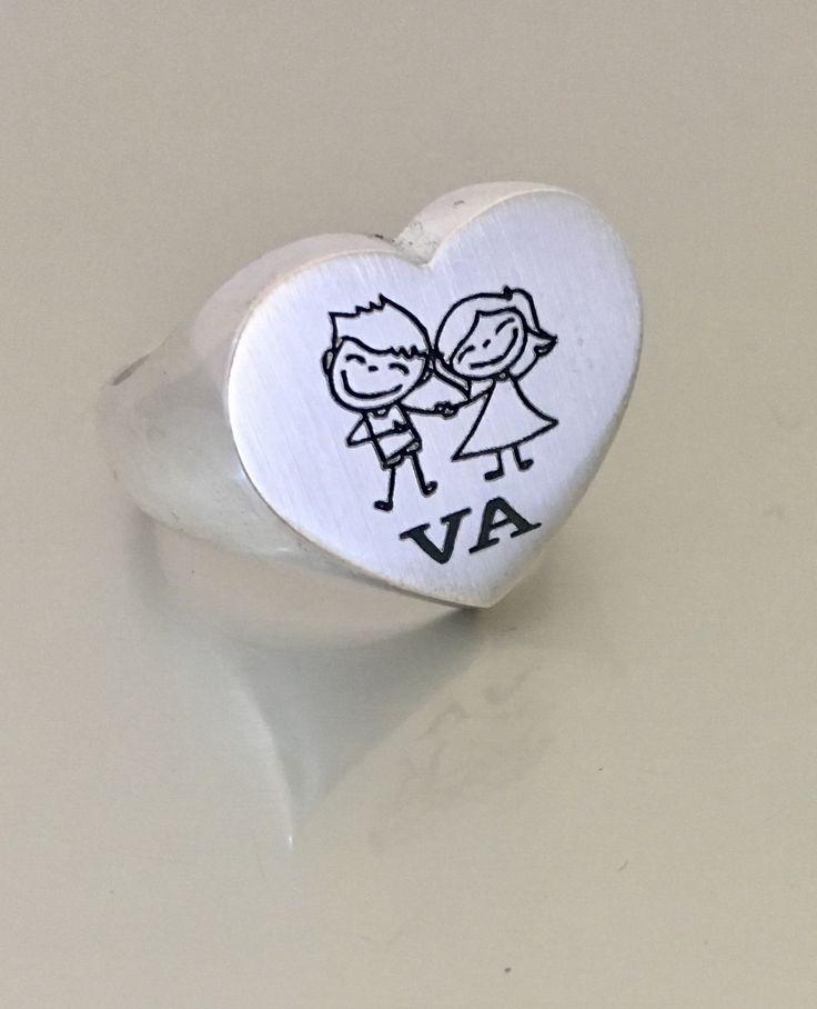 Anillo Corazón en plata de ley, grabado personalizado dibujo e iniciales. #joyasquehablandeti #miplatafina