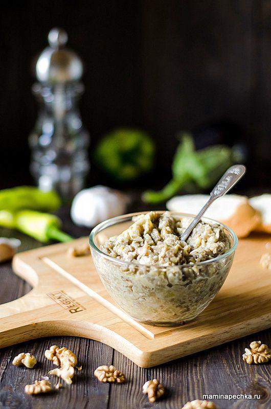 Добавить рецепт в избранное!Пхали (ფხალი) — популярное блюдо грузинской кухни и без него не мыслим грузинский стол будь это торжество или простая будничная трапеза. По виду и консистенции Пхали — …