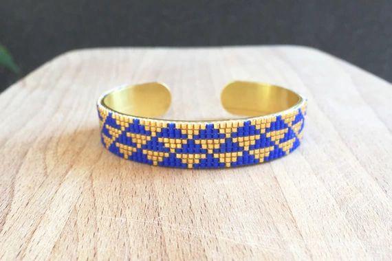 Découvrez Jonc Laiton Perles Tissées Triangle Aztèque Bleu Doré sur alittleMarket