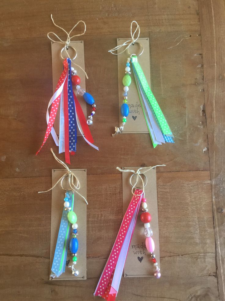 Cadeautje voor juf: sleutelhanger met lint en kralen