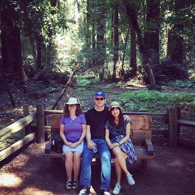 【mi_n_mi】さんのInstagramをピンしています。 《🌳✨🌲😊🌲✨🌳 まだ続いてる森シリーズ。毎日Eamパパママに会えて嬉しいんだけど帰っちゃった後の事を考えるともう今から寂しい…😭💕 #帽子3人組 #パパも被ってたから4人組か * #forest #hiking #trees #redwoods #redwoodsnationalpark #redwoodstatepark #redwoodsforest #familyfun #weekend #hats #california #森 #ハイキング #家族 #週末 #木 #森の中 #お義母さん #主人 #旦那 #アメリカ生活 #カリフォルニア #海外在住 #海外生活 #国際結婚 #ダーリンは外国人 #カスタマイズエブリデイ》