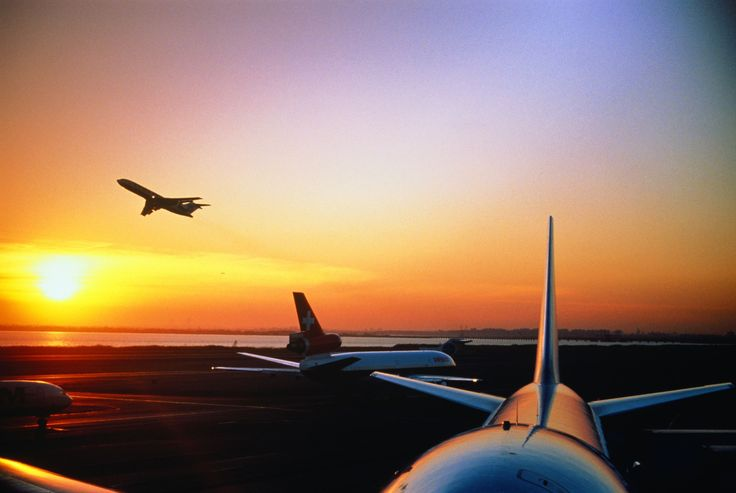 飛行機に乗る際に、最も気になるのはやはり安全性だと言う方は多いのではないだろうか。航空会社の安全性をセーフティ・レーティング・クライテリア(Safety Rating Criteria)という独自の基準で評価・ランク付けしている、航空会社の格付企業のエアラインレーティング社(AirlineRatings.com)が、2017年度版の「世界の安全な航空会社」ランキングを発表。今回調査対象だった全425社のうち、最も安全な航空会社として20社を選出、日本のJALとANAも昨年に引き続き見事トップ20入りを果たした。気になるランキングのTOP20をチェックしてみよう。