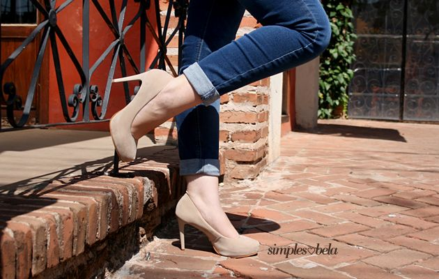 nude scarpin and basic jeans. chic. high heels. scarpin nude e jeans básico. chique. salto alto. http://simpleness.com.br/