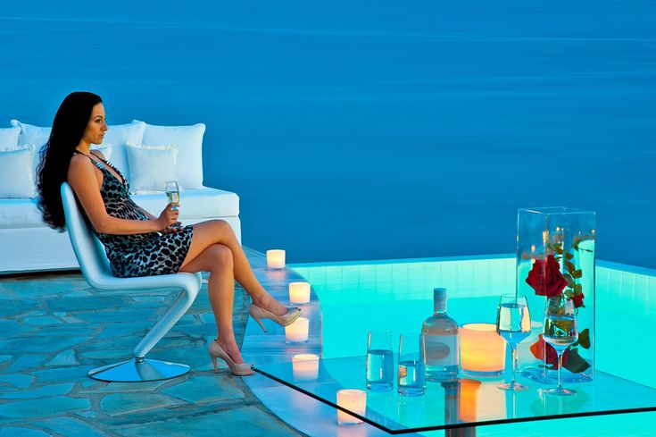 The best time of the day is just before evening sets in. A perfect time to relax by the pool and enjoy a glass of cold wine. #PetasosBeach #Mykonos #PlatisGialos #Petasos #Beach #Summer2016 #Summer #SummerHolidays #SummerVacation #wine #pool #sea #lady #woman