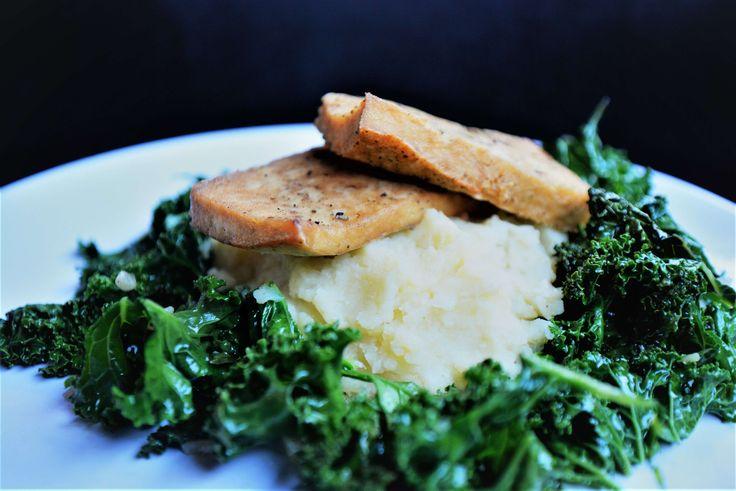 Bakad tofu med grönkål serverad med potatismos. Utmärkt vegansk middag för hela familjen eller varför inte bjuda vännerna på detta.  Ingredienser: 8. Tid: 40 min.   Visa detta recept med tofu